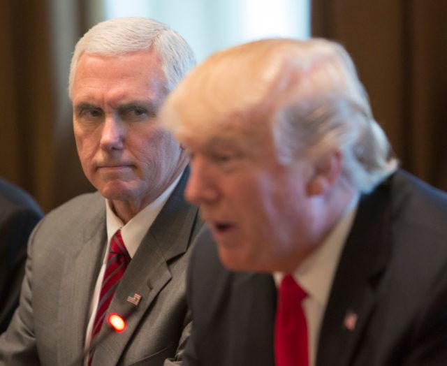 US-Vizepräsident Mike Pence (l) und US-Präsident Donald Trump. Foto: Chris Kleponis-Pool/Getty Images