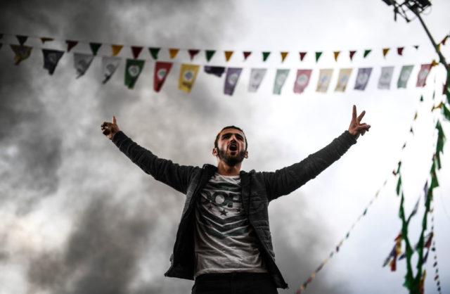 Kurden protestieren gegen den türkischen Staatschef Erdogan in Diyarbakir. Foto: BULENT KILIC/AFP/Getty Images