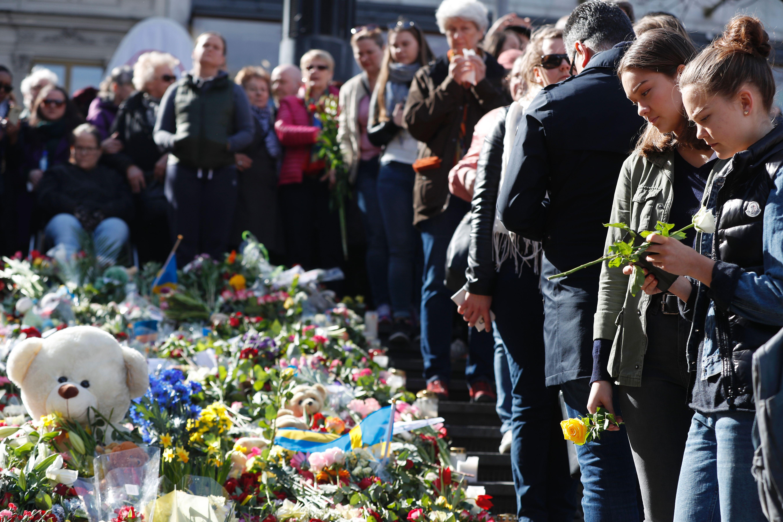 """Schweden feiert """"Lovefest"""": Gedenken der Terroropfer mit 20.000 Teilnehmern (VIDEO)"""