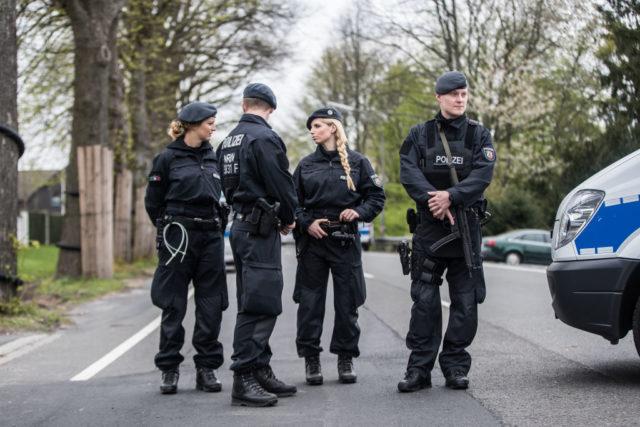Polizei Foto: Maja Hitij/Bongarts/Getty Images