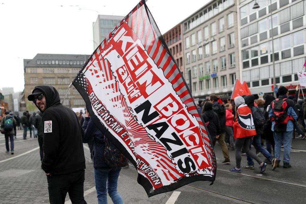 Antifa kam aus Spanien und Schweden nach Köln – Journalist besucht Anti-AfD-Protest