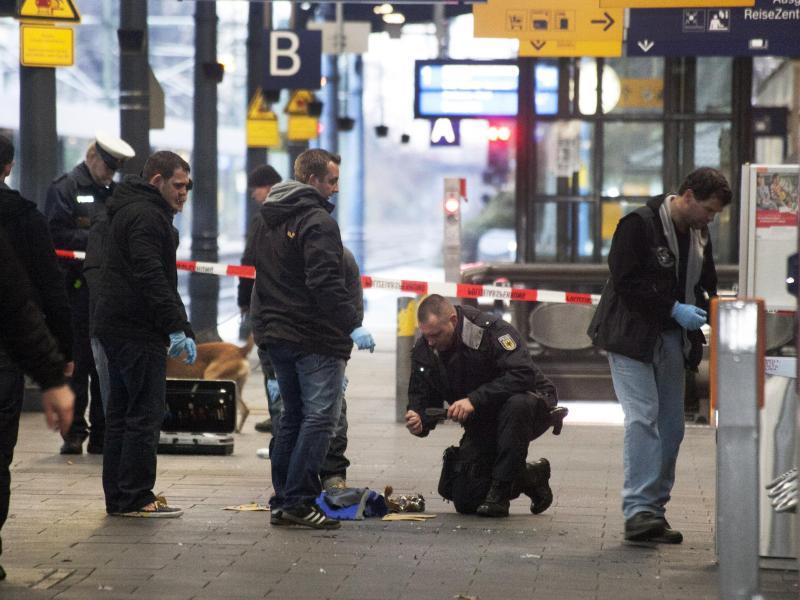 Polizei entschärft offenbar Sprengsatz vor Berliner Schnellrestaurant
