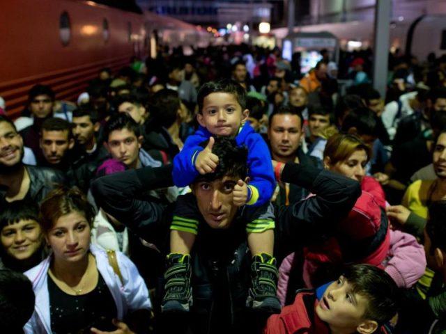 Flüchtlinge auf einem Bahnsteig im Münchner Hauptbahnhof. Foto: Sven Hoppe/Archiv/dpa