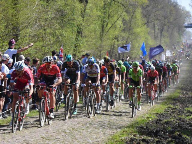 Insgesamt 55 Kilometer Kopfsteinpflaster mussten die Fahrer bei Paris-Roubaix bewältigen. Foto: David Stockman/dpa