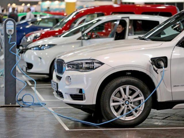 Die deutschen Autobauer wollen ihr Angebot an Elektroautos massiv ausbauen. Foto: Jan Woitas/dpa