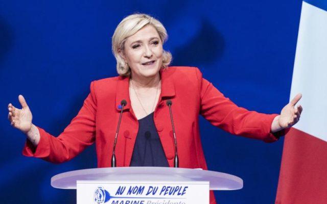 «Meine erste Maßnahme als Präsidentin der Republik wird es sein, Frankreich die Grenzen zurückzugeben», sagte die Chefin der rechtspopulistischen Front National, Marine Le Pen. Foto: Kamil Zihnioglu/dpa