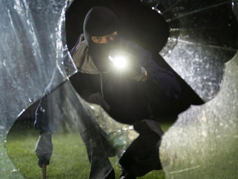 Prozess, St. Pölten: Bewährung und Geldstrafe für Hausbesitzer – Körperverletzung gegen Einbrecher