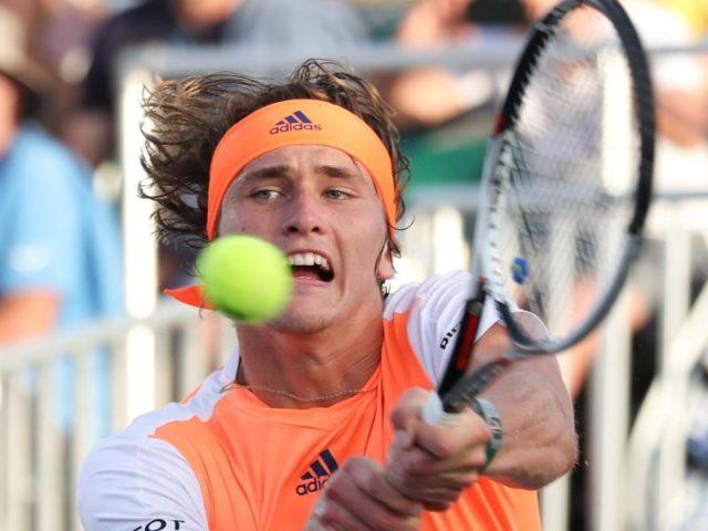 Alexander Zverev hatte gegen Rafael Nadal keine Chance. Foto: Mario Houben/dpa