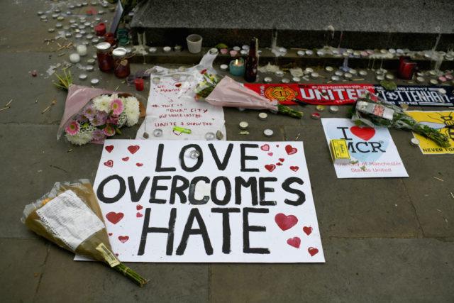 Gedenken an die Opfer von Manchester. Foto: Jeff J Mitchell/Getty Images
