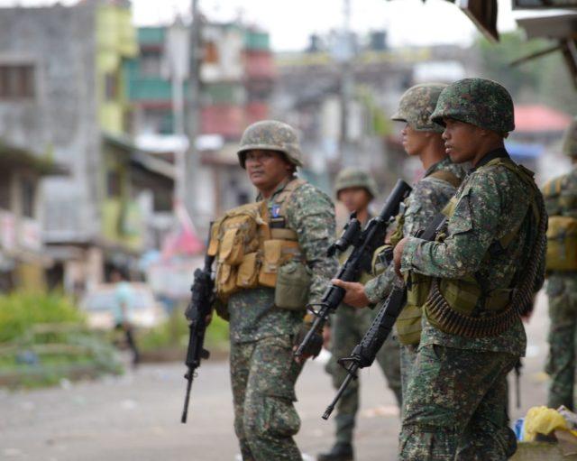 Philippinische Soldaten im Einsatz gegen Islamisten. Foto: TED ALJIBE/AFP/Getty Images