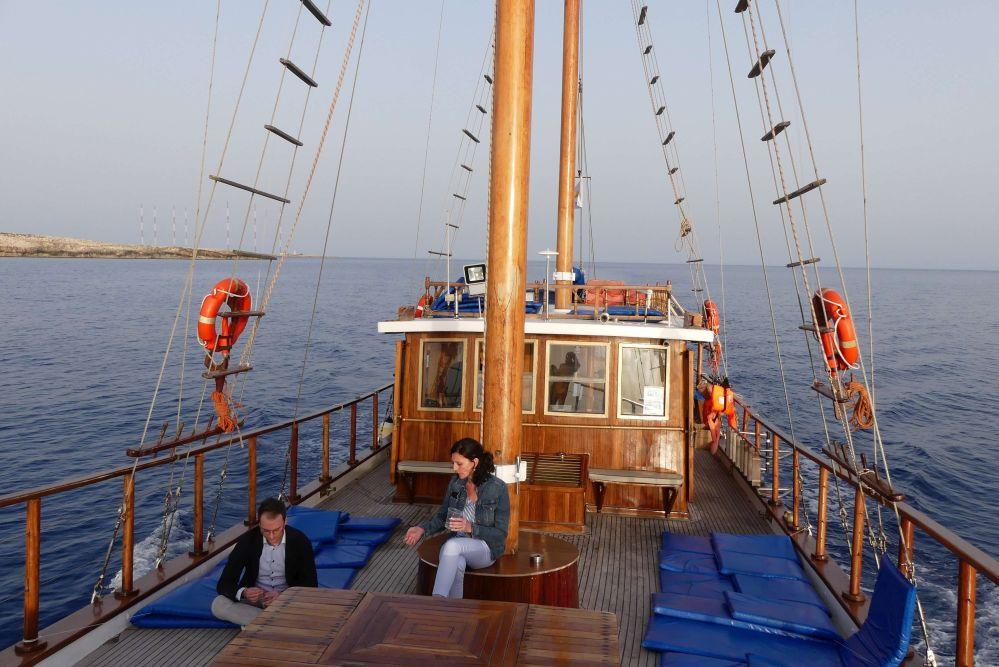 Stimmungsvolle Bootsfahrt zum Cape Greco. Foto: Bernd Kregel
