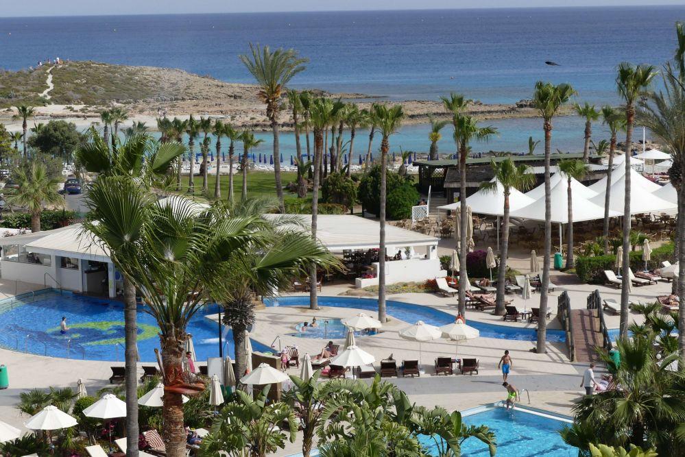 Hotel-Poollandschaft in Larnaca. Foto: Bernd Kregel
