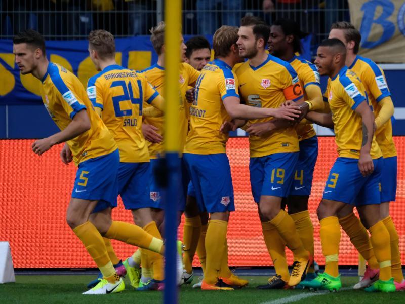 Braunschweig mit 3:1 gegen Union im Spitzenspiel