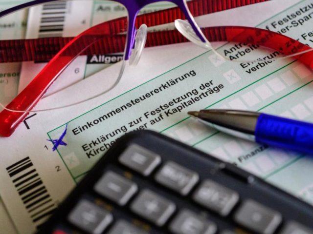 Immer mehr Steuerpflichtige müssen den Spitzensatz von 42 Prozent zahlen. Foto: Hans-Jürgen Wiedl/dpa