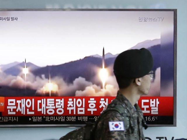 Nordkoreas Raketenversuch wurde nicht nur als Machtdemonstration gegenüber den USA, sondern auch als direkte Herausforderung der neuen Regierung in Südkorea gewertet. Foto:Ahn Young-Joon/dpa