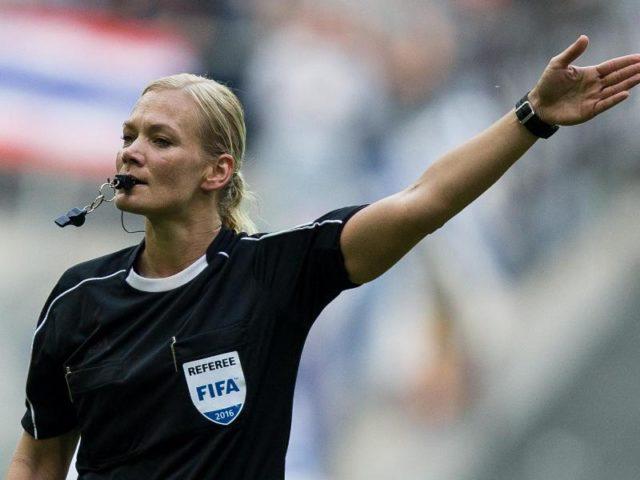 Schiedsrichterin Bibiana Steinhaus wird in der nächsten Saison in der Bundesliga pfeifen. Foto: Maja Hitij/dpa