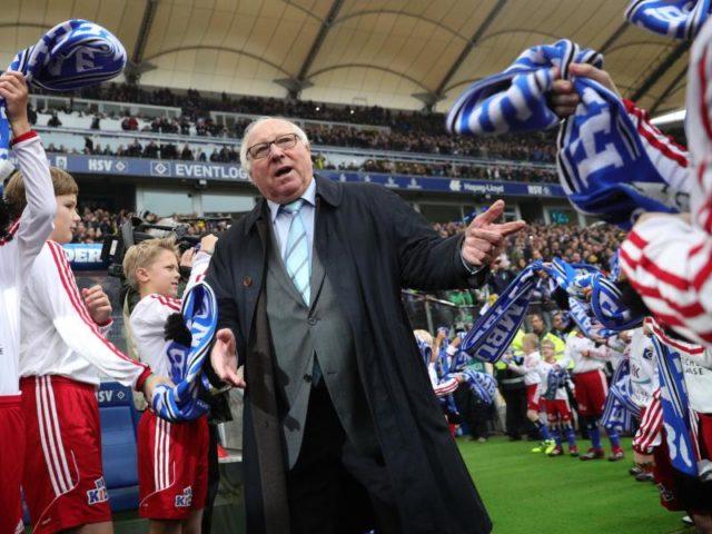 HSV-Idol Uwe Seeler wird sich das Spiel live im Hamburger Volksparkstadion anschauen. Foto: Christian Charisius/dpa
