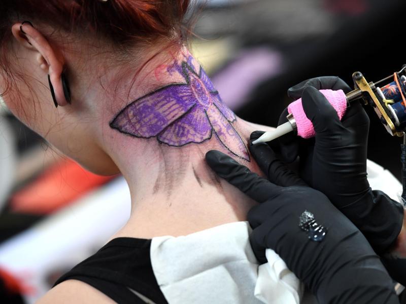 Bundesregierung warnt vor Risiken bei Tattoo-Entfernungen