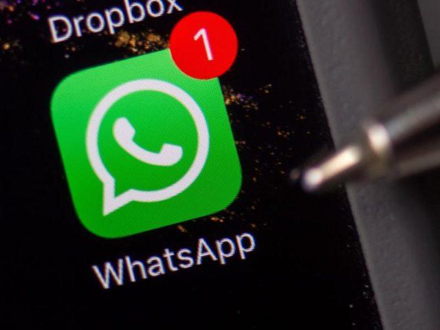 """""""Wir wissen, dass die Terroristen WhatsApp nutzen, deshalb müssen wir die gesetzliche Kontrollmöglichkeit nach der Wahl sofort angehen"""", sagte Bayerns Innenminister Joachim Herrmann. Foto:Arno Burgi/dpa"""