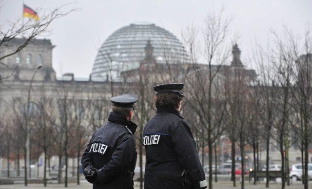 Polizisten Foto: JOHN MACDOUGALL/AFP/Getty Images