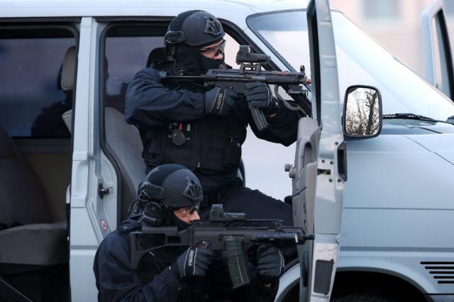 Rockkonzert In Rotterdam Nach Terrorwarnung Aus Spanien Abgesagt