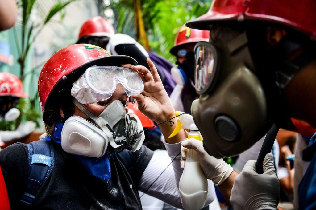 Venezuela geht Tränengas aus – Brasilianische Fluggesellschaft blockiert Nachschublieferung