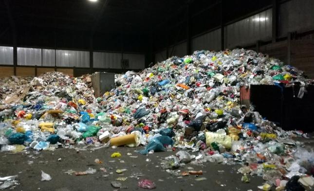 Kommunen entsorgen ihren Müll wieder öfter selbst – Private Entsorgungsfirmen prüfen Klage in Brüssel