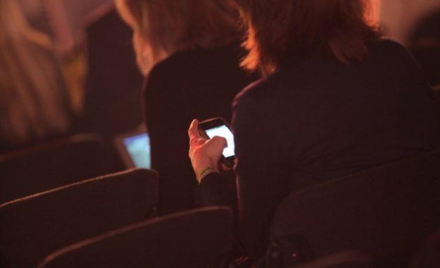 Geschäftsfrauen mit Smartphone Foto: über dts Nachrichtenagentur