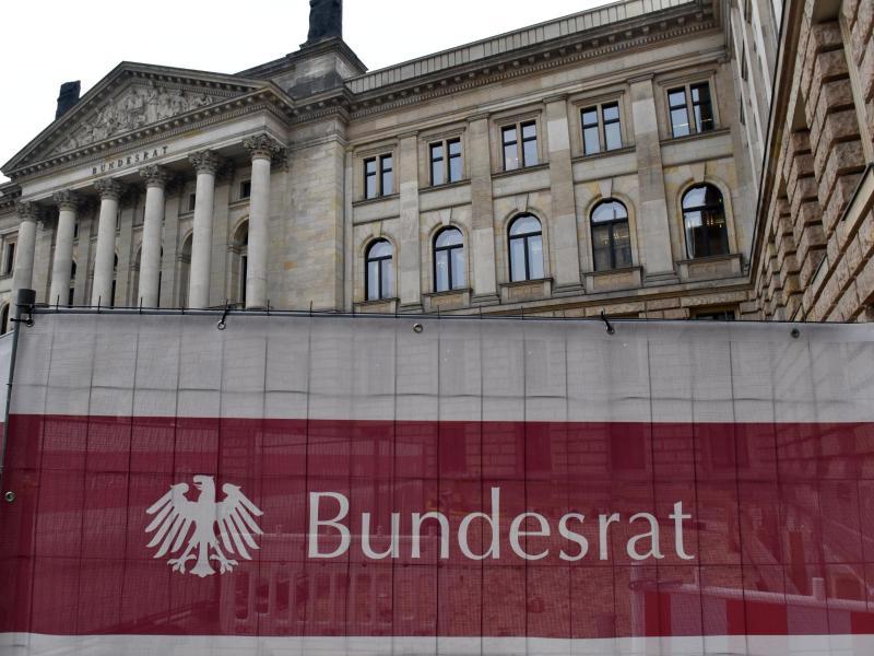 """Bundesrat entscheidet abschließend über """"Ehe für alle"""" und NetzDG"""