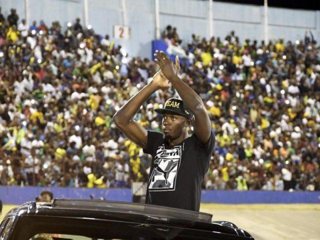 Usain Bolt verabschiedet sich im Nationalstadion von Kingston von seinen Fans. Foto: Bryan Cummings/dpa
