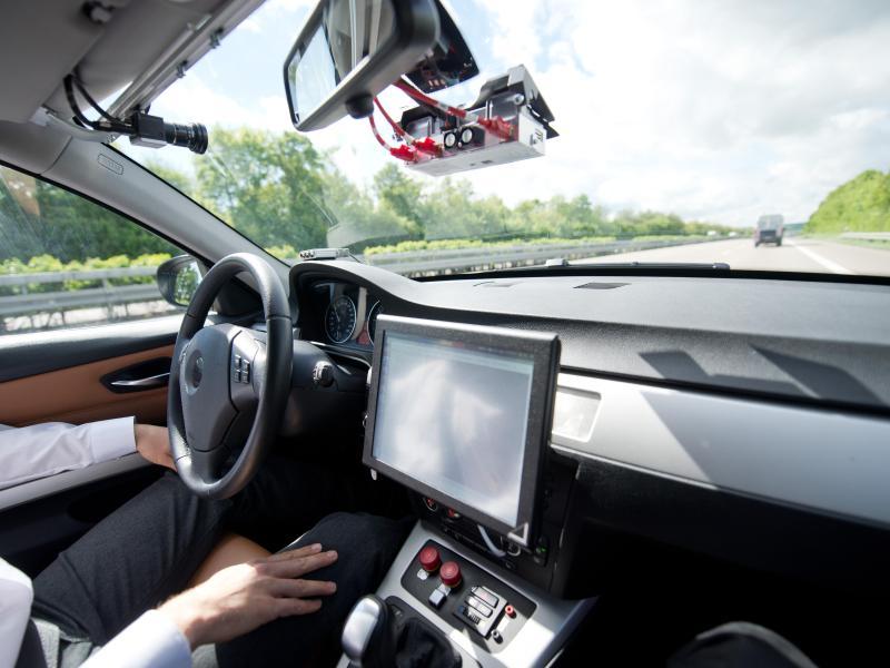Ethik für autonomes Fahren: Zwischen Gutmenschen-KI und menschlicher Moral