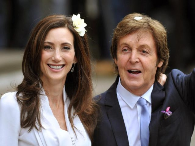 Sir Paul McCartney und Nancy Shevell heiraten am 9. Oktober 2011 in London. Foto: John Stilwell/dpa