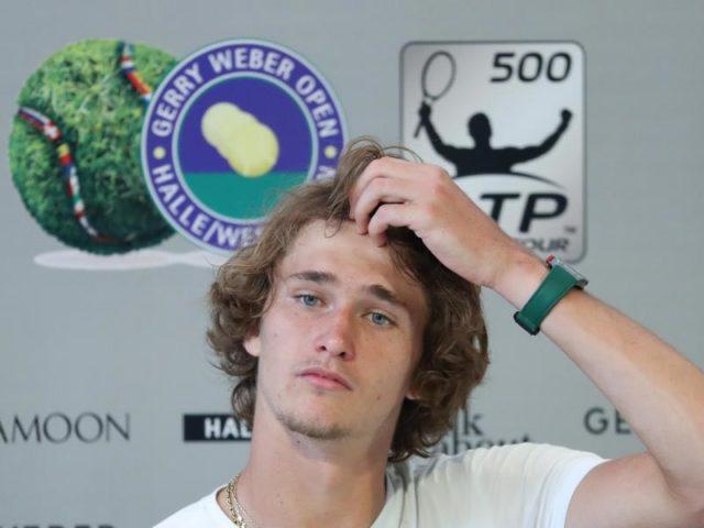 Tennisspieler Alexander Zverev bei einer Pressekonferenz beim ATP-Turnier in Halle. Foto: Friso Gentsch/dpa