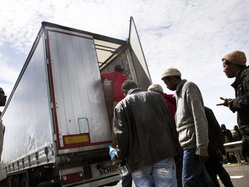 Afghanische Migranten kommen versteckt auf Lkw nach Deutschland