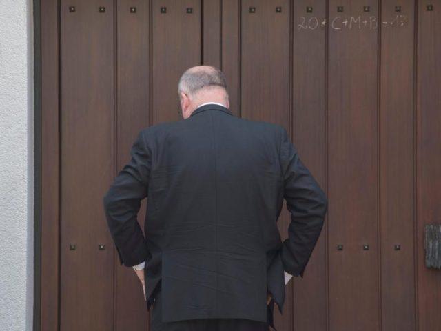 Vor verschlossenen Türen:Walter Kohl, Sohn des verstorbenen Altkanzlers, hat in Oggersheim Hausverbot. Foto: Boris Roessler/dpa