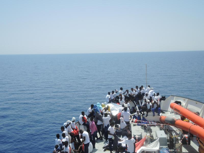10.000 Migranten in wenigen Tagen – Italien droht mit Hafensperre für Flüchtlingsschiffe