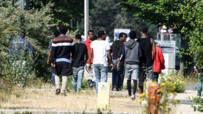 Calais: Französische Regierung richtet neue Migrantenunterkünfte ein
