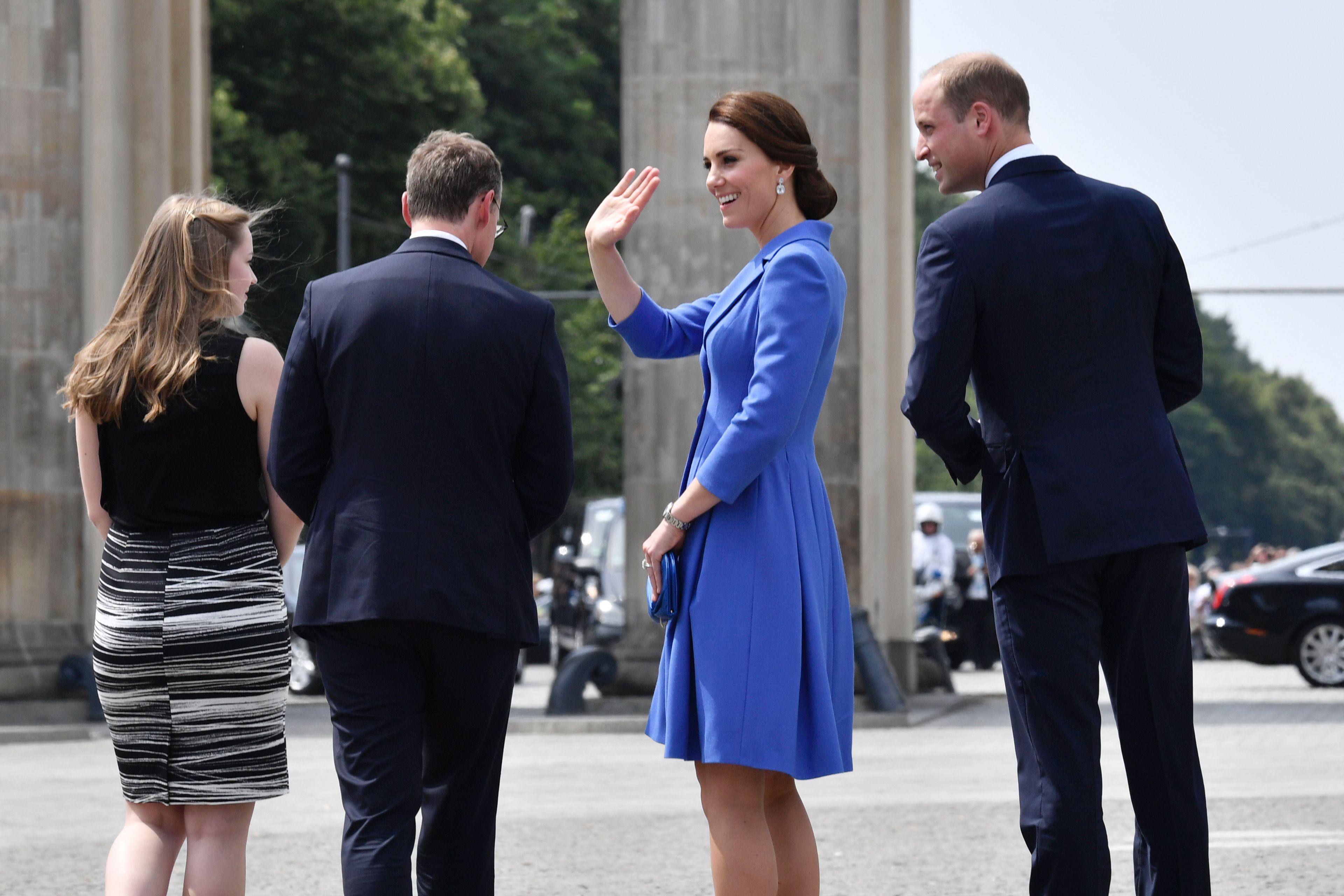 Prinz William und Ehefrau Kate zeigen sich am Brandenburger Tor