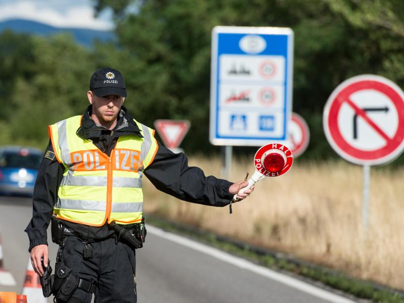Nach Abschiebung wieder eingereist: Polizei stoppte 1.120 Personen