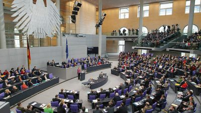 Millionensummen aus anonymen Quellen: Bundestagsabgeordnete verdienten seit 2013 mindestens 26,5 Millionen Euro hinzu