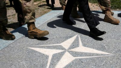 """Macron wirft Türkei """"kriegerische"""" Haltung gegenüber Nato-Partnern vor"""
