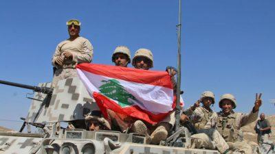 Libanon: Streitkräfte erobern IS-Stellungen und hissen spanische Flagge für Terroropfer