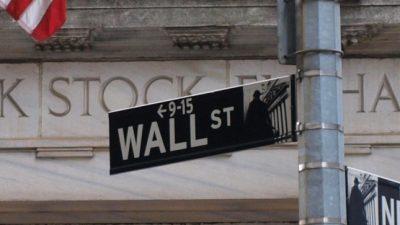 Dow-Jones-Index schließt knapp unter 22.000 Punkten