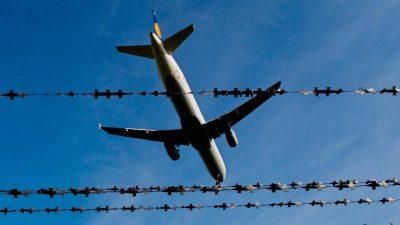 Betrug aufgedeckt: Zwei Männer wollten getarnt als Ehepaar nach Wien fliegen