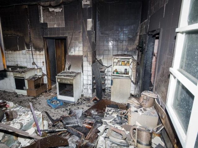 zwei tote und drei schwerverletzte bei brand in sozialunterkunft. Black Bedroom Furniture Sets. Home Design Ideas