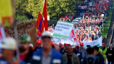 7.500 Menschen demonstrieren gegen Stahlfusion zwischen ThyssenKrupp und Tata