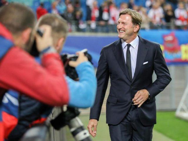 Leipzigs Coach Ralph Hasenhüttl hat sich für den ersten Auftritt in der Champions League in Schale geworfen. Foto: Jan Woitas/dpa