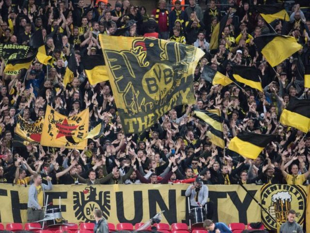 Zahlreiche Fans unterstützten den BVB in Wembley. Foto: Bernd Thissen/dpa