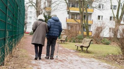 Jugendliebe fand nach 76 Jahren wieder zusammen – Die berührende Geschichte von Carl und Abby