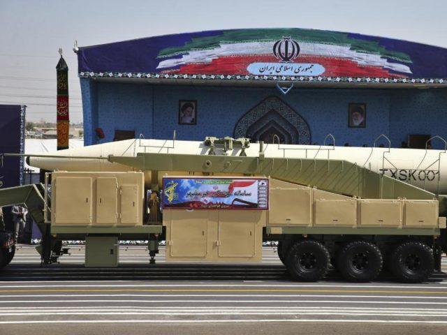 Die neueste Rakete Irans hat angeblich eine Reichweite von etwa 2000 Kilometern. Foto: Ebrahim Noroozi/dpa